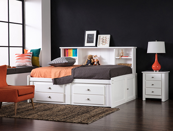 Transitional Kids room with alton bed