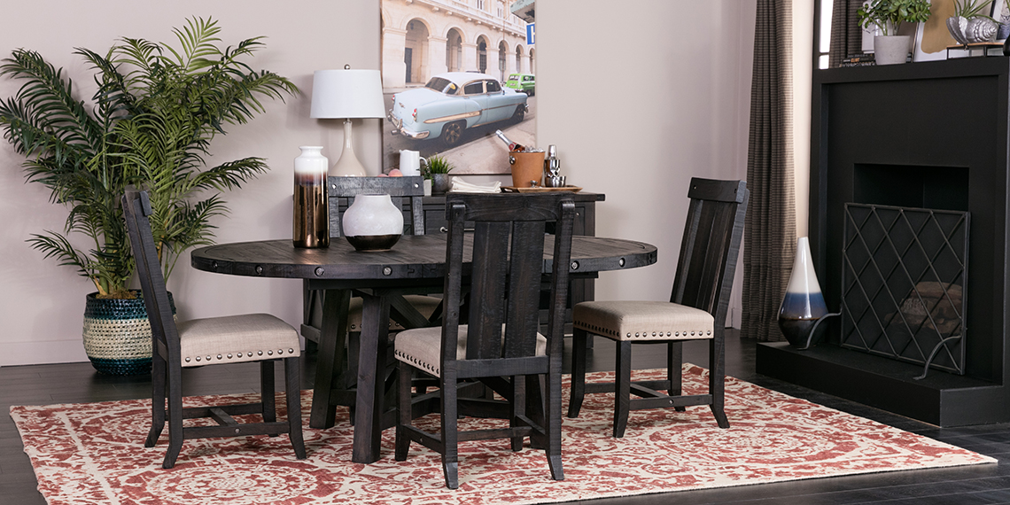 Traditional Dining Room With Jaxon Set