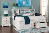 Bayfront Full Lounge Bed - Room