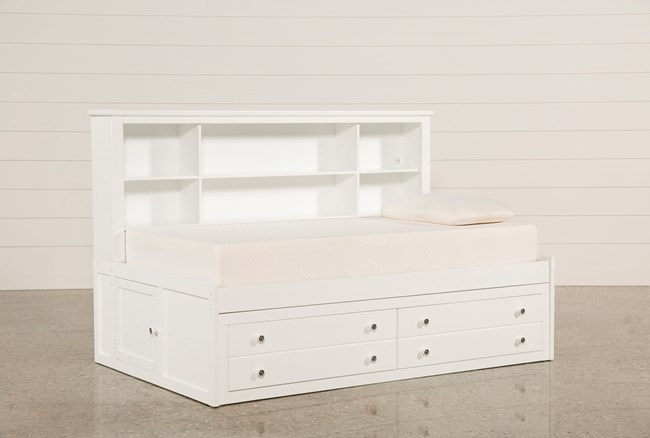 Bayfront Twin Lounge Bed - 360