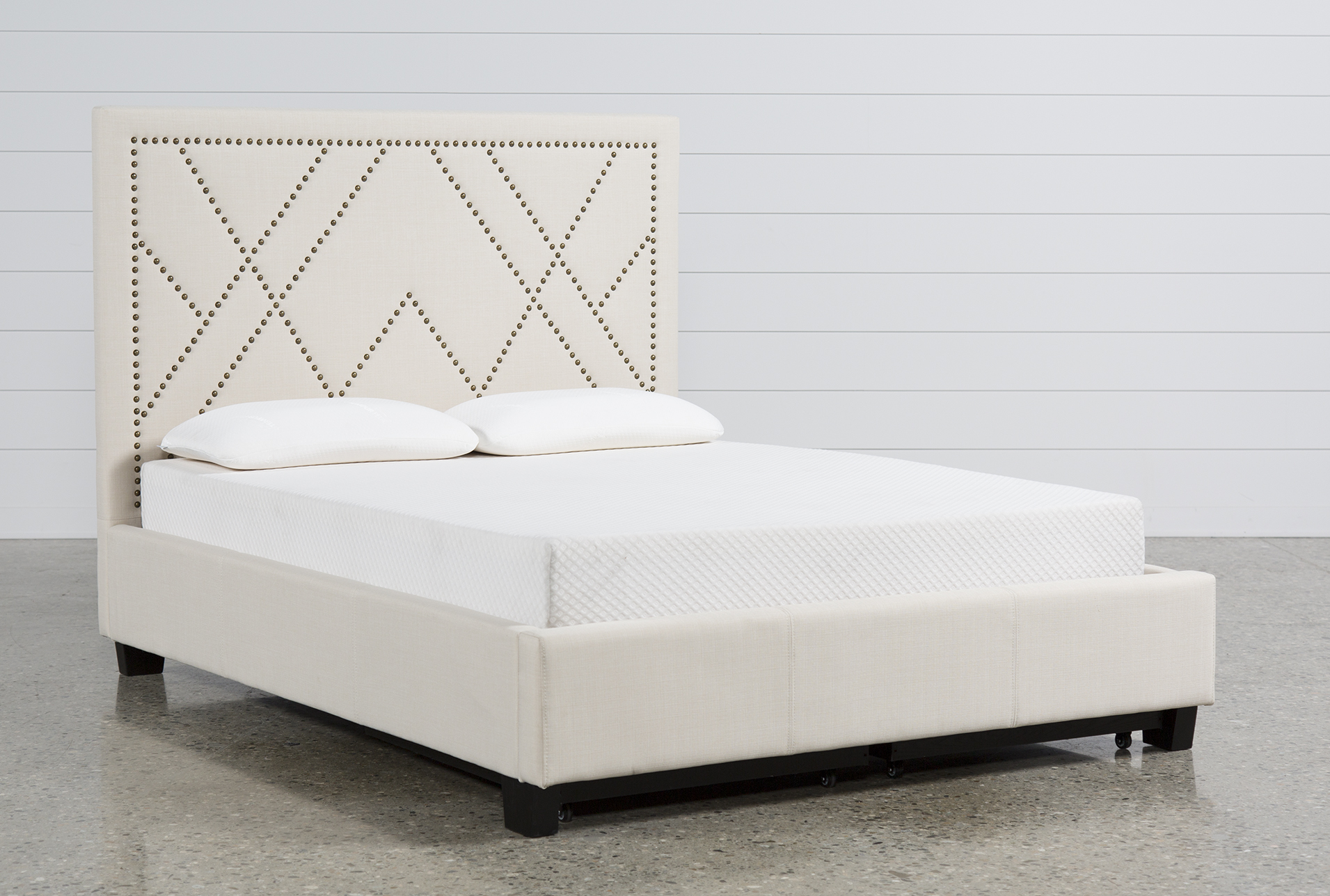 Alyson Queen Upholstered Platform Bed W/Storage - 360 & Alyson Queen Upholstered Platform Bed W/Storage | Living Spaces