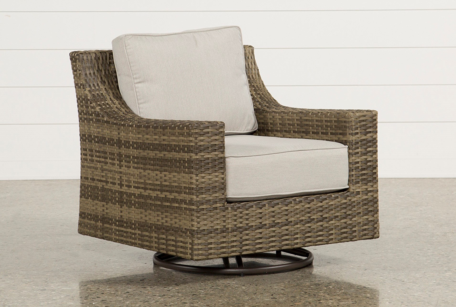 Outdoor Aventura Lounge Chair | Living Spaces