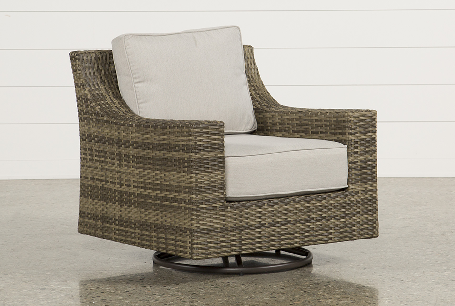 Outdoor Aventura Swivel Chair   360