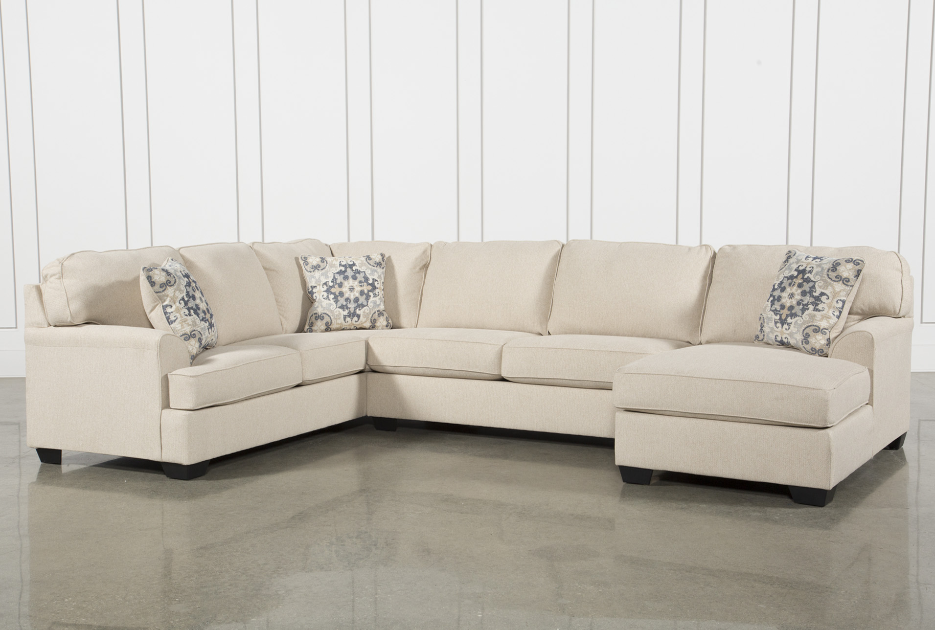 Superbe Malbry Point 3 Piece Sectional W/Raf Chaise   360